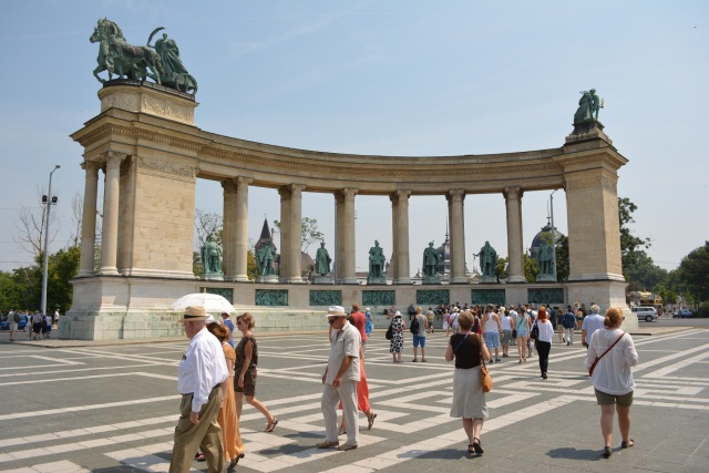 CoverMore_Lisa_Owen_Hungary_Budapest_Heroes_Square.JPG