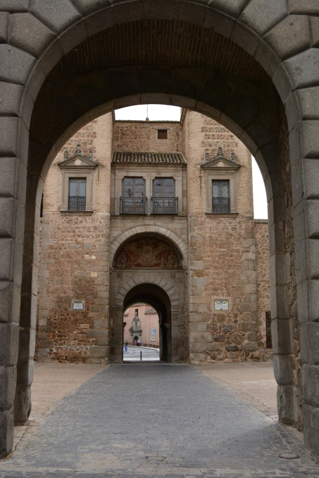 CoverMore_Lisa_Owen_Spain_Toledo_Archway