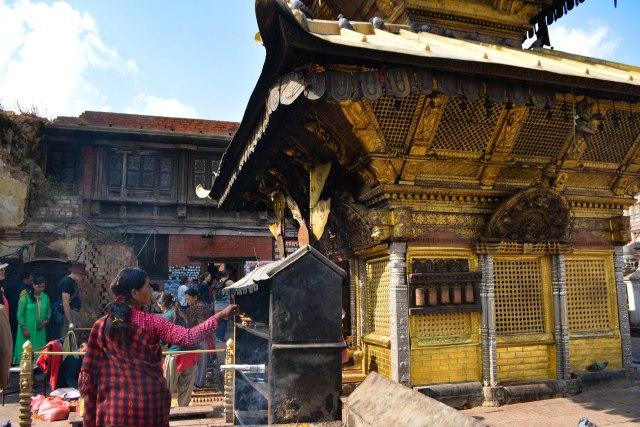 CoverMore_Lisa_IOwen_Nepal_Kathmandu_MonkeyTemple_Prayer