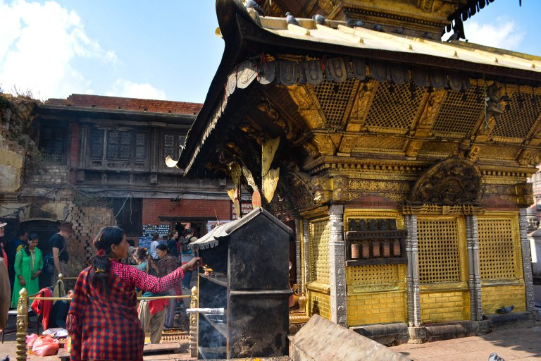 CoverMore_Lisa_IOwen_Nepal_Kathmandu_MonkeyTemple_Prayer