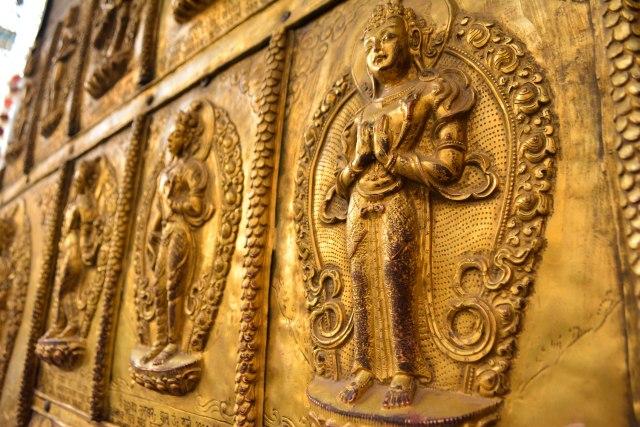 CoverMore_Lisa_Owen_Nepal_Kathmandu_Temple_Figures