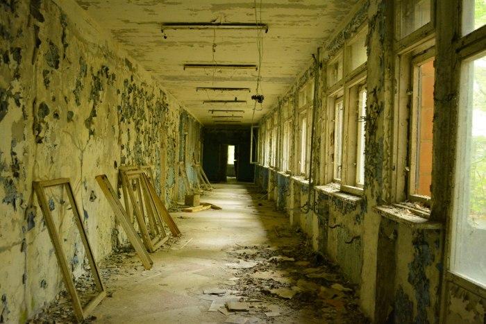 CoverMore_Lisa_Owen_Ukraine_Chernobyl_AbandonedHall