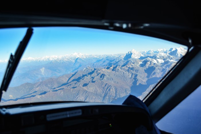 CoverMore_Lisa_Owen_Nepal_Flight_Cockpit_Mountains