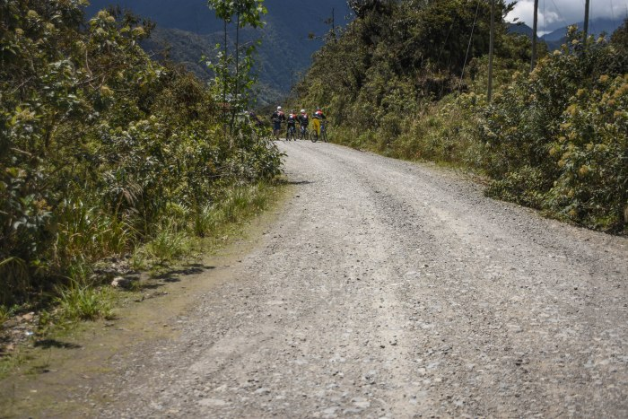 CoverMore_Lisa_Owen_Bolivia_DeathRoad_Startbike
