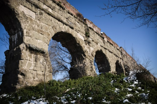 CoverMore_Lisa_Owen_Italy_Rome_Aqueduct