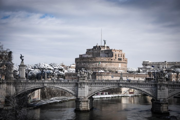 CoverMore_Lisa_Owen_Italy_Rome_Castle View