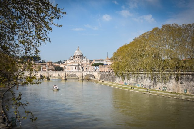 CoverMore_Lisa_Owen_Italy_Rome_River View Vatica