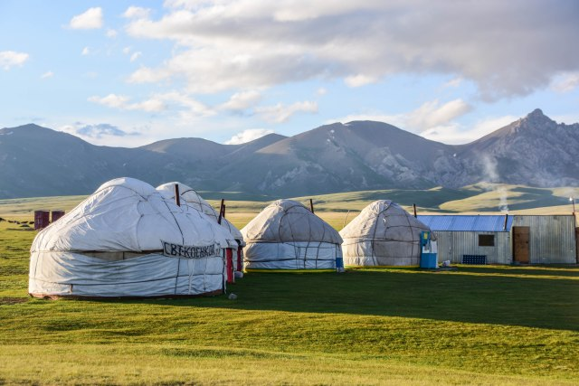 CoverMore_Lisa_Owen_Kyrgyzstan_Song Kul_Yurts Camping