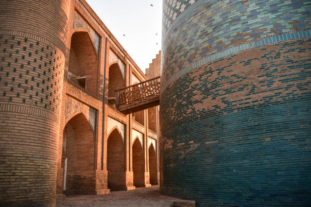 CoverMore_Lisa_Owen_Uzbekistan_Khiva Sunset Arch