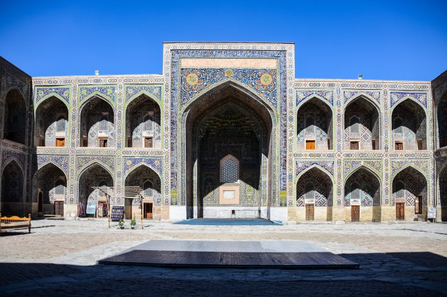 CoverMore_Lisa_Owen_Uzbekistan_Samarkand Registan Arch Building