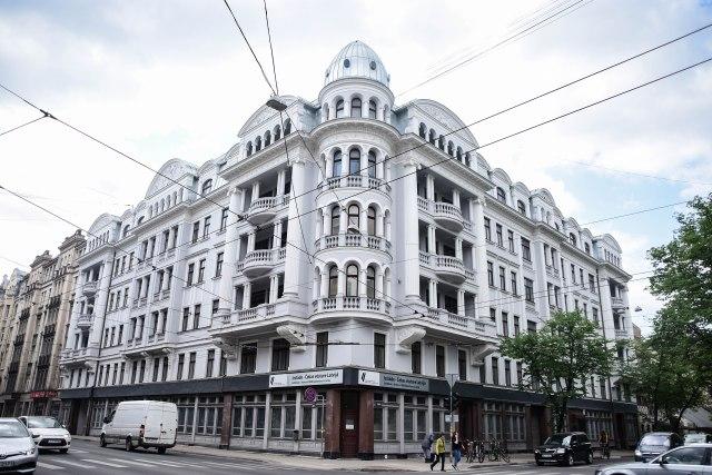 CoverMore_Lisa_Owen_Baltics_Latvia_Corner house