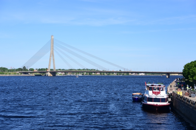 CoverMore_Lisa_Owen_Baltics_Latvia_River View