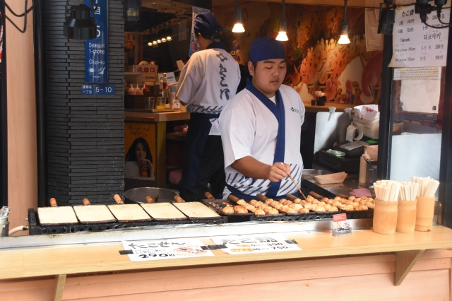 CoverMore_Lisa_Owen_Japan_Osaka_Takoyaki.JPG
