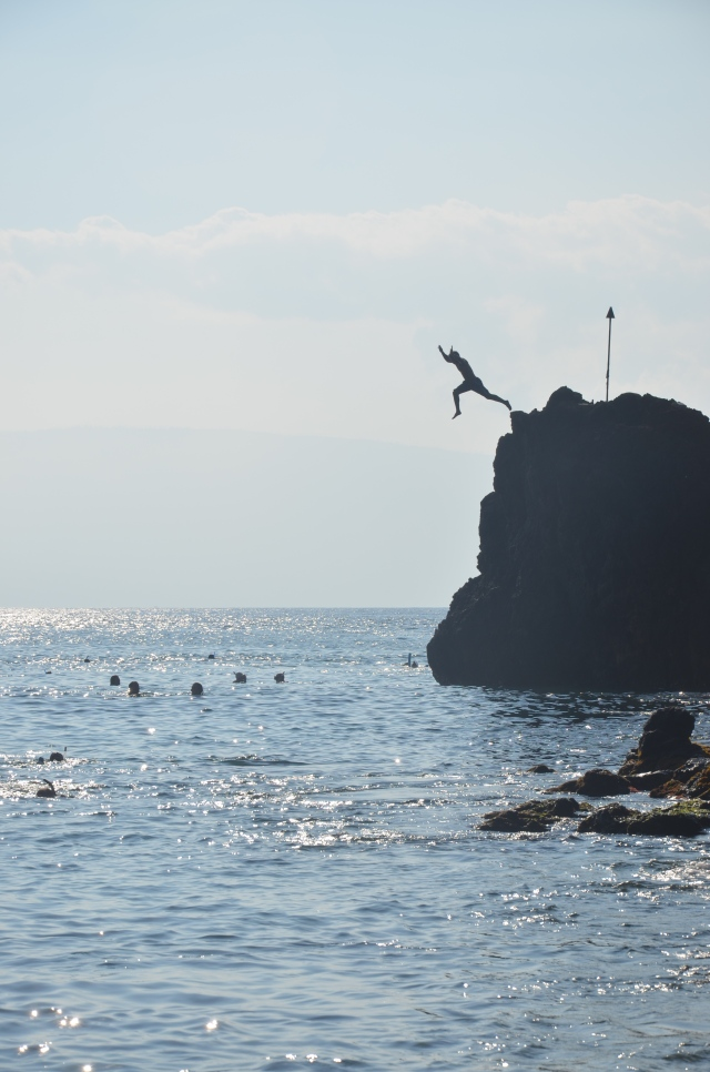 CoverMore_Lisa_Owen_USA_Hawaii_Maui_Black_Rock_Jumping