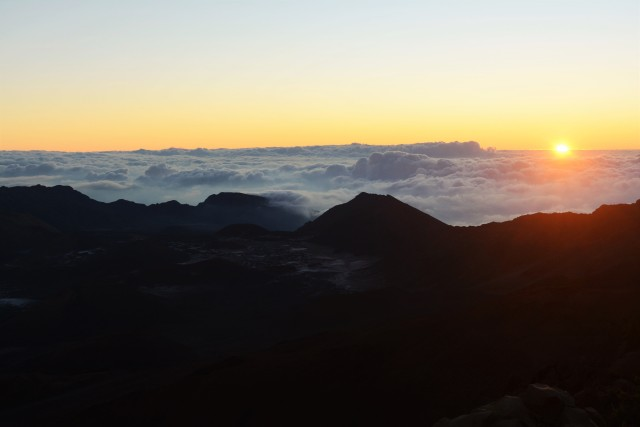 CoverMore_Lisa_Owen_USA_Hawaii_Maui_Sunrise_Volcano