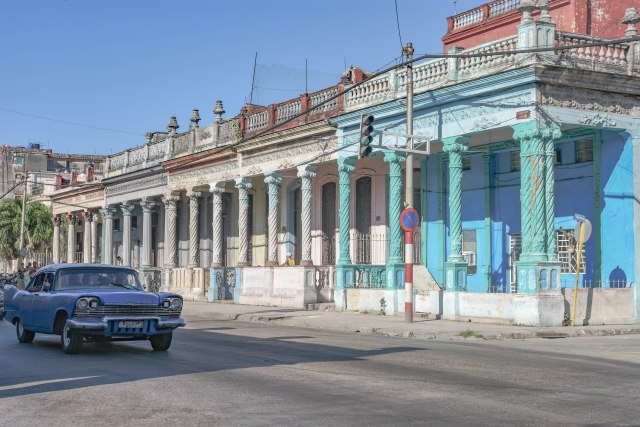 CoverMore_Lisa_Owen_Cuba_BuildingsandCar