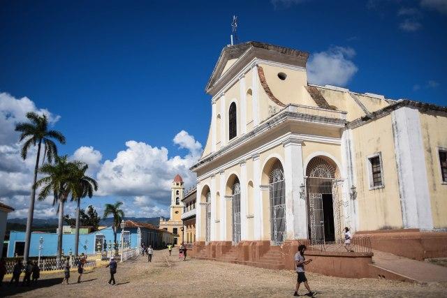 CoverMore_Lisa_Owen_Cuba_BuildingsPlaza
