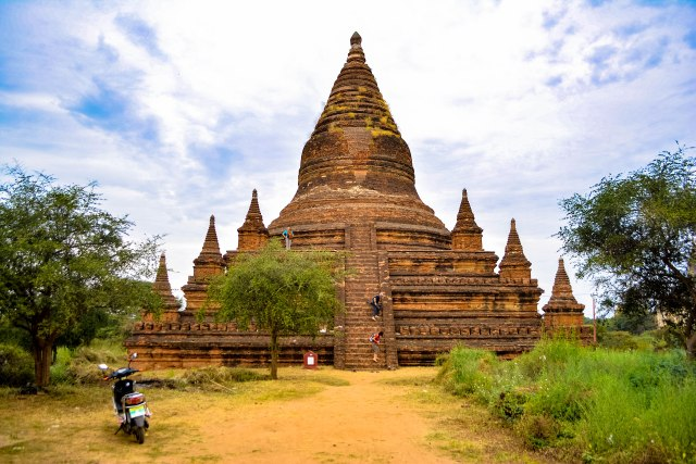 CoverMore_Lisa_Owen_Myanmar_Bagan_Temple_e-Bike